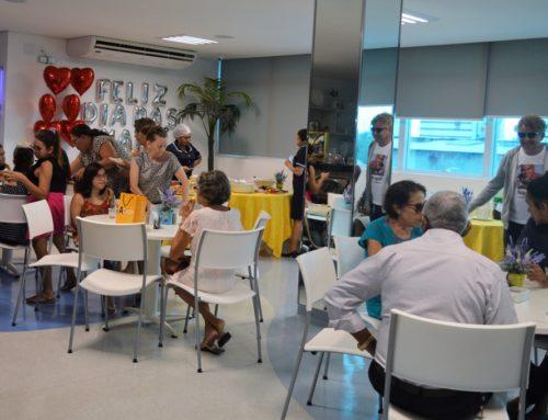 Clínica Tércio Rezende Oferece Café da Manhã Para Mães
